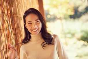 笑顔のミドル女性の写真素材 [FYI02068822]