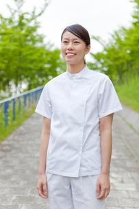 女性介護士のポートレートの写真素材 [FYI02069692]