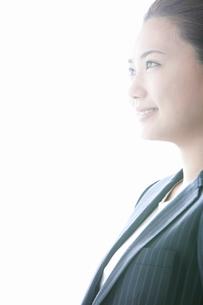 スーツ姿の女性の写真素材 [FYI02069695]