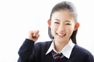 ガッツポーズする女子高校生の写真素材 [FYI02070208]