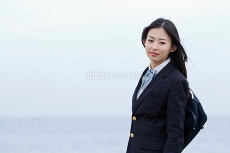 女子高校生のポートレートの写真素材 [FYI02070545]