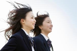 女子高校生2人のポートレートの写真素材 [FYI02070612]