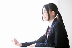 ノートを取る女子高校生の写真素材 [FYI02070710]