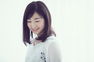 笑顔の女性の写真素材 [FYI02070739]