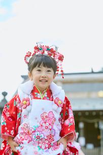 七五三和装の女の子の写真素材 [FYI02071076]
