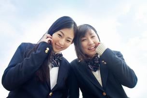 笑顔の女子高校生のポートレートの写真素材 [FYI02071439]