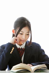 授業を受ける女子高校生の写真素材 [FYI02071519]