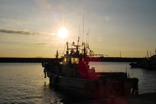漁港の朝の写真素材 [FYI02073264]