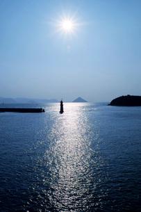 シルエットの灯台の写真素材 [FYI02073531]