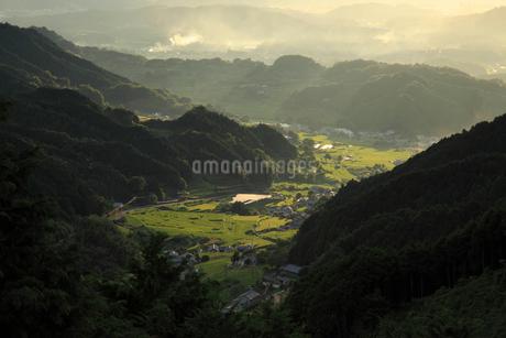 明日香村細川の夕暮れの写真素材 [FYI02074420]