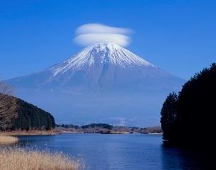 富士宮市田貫湖より笠雲富士山の写真素材 [FYI02075922]