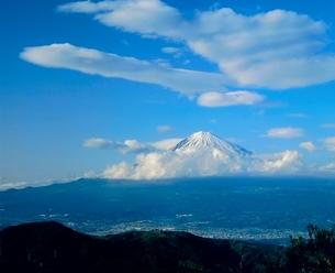 浜石岳より吊るし雲と富士山の写真素材 [FYI02076182]