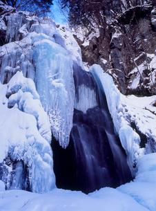 八岳の滝の氷柱の写真素材 [FYI02076241]