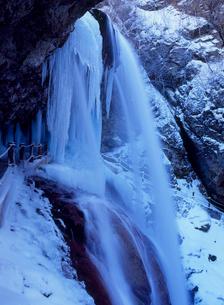 高山村雷滝の氷の写真素材 [FYI02076345]