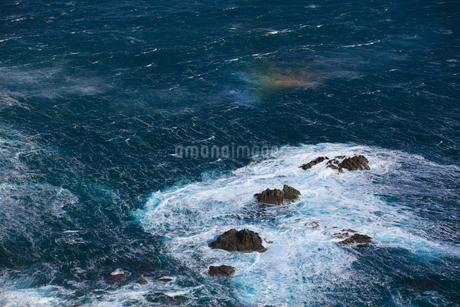 冬の日本海 袖志の海岸の写真素材 [FYI02076393]