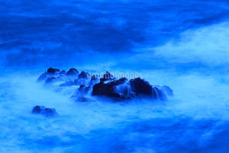 冬の日本海 此代の海岸の写真素材 [FYI02076615]