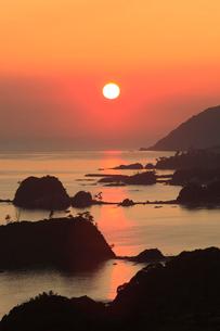 朝日の丹後松島と経ヶ岬の写真素材 [FYI02076984]