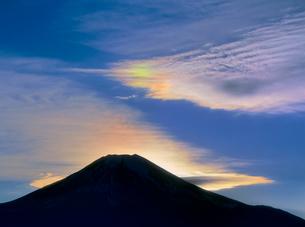 二十曲峠より彩雲と富士山の写真素材 [FYI02076992]