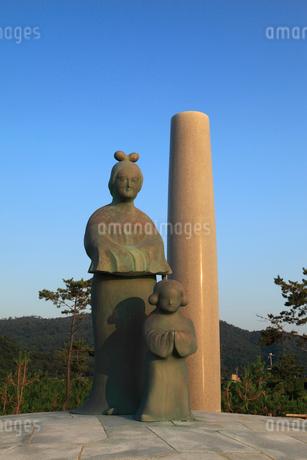 間人皇后・聖徳太子母子像の写真素材 [FYI02077016]