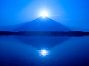 田貫湖からのダイヤモンド富士山の写真素材 [FYI02077052]