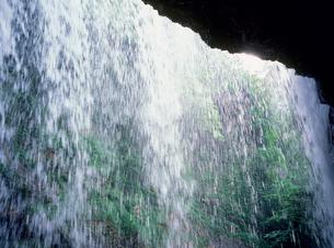 松川渓谷 雷滝と緑の写真素材 [FYI02077079]