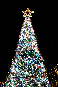 クリスマスツリーのイルミネーションの写真素材 [FYI02077447]