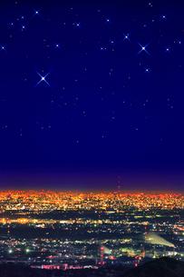 東京スカイツリーと都心の夜景(遠望)に星の写真素材 [FYI02077467]