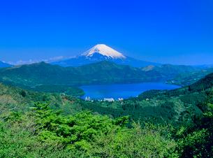 大観山ふきんより芦ノ湖と富士山の写真素材 [FYI02077533]