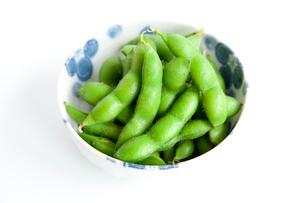小鉢に入れた枝豆の写真素材 [FYI02077777]