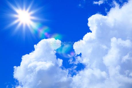 入道雲と太陽の写真素材 [FYI02077787]