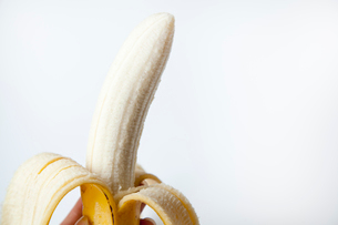 皮をむいたバナナの写真素材 [FYI02077856]