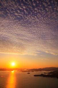 筆影山から望む芸予諸島の夜明けの写真素材 [FYI02077950]