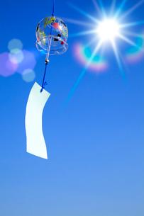 風鈴と太陽の写真素材 [FYI02078002]