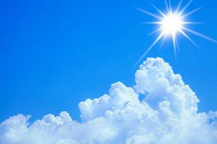 入道雲と太陽の写真素材 [FYI02078082]