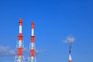 煙突と青空の写真素材 [FYI02078233]