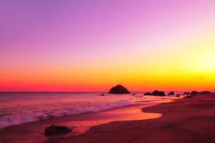 海と夕焼けの写真素材 [FYI02078366]
