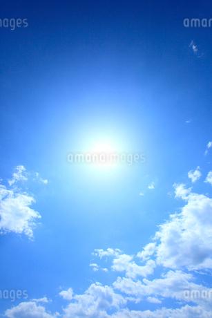 太陽と雲の写真素材 [FYI02079306]