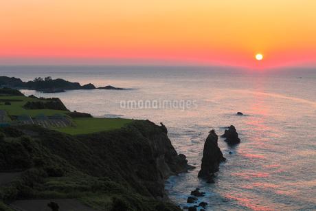 丹後半島 屏風岩と夕日の写真素材 [FYI02079411]