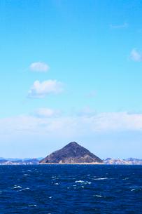 大槌島と瀬戸内海の写真素材 [FYI02079545]