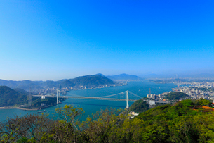火の玉公園から望む関門橋の写真素材 [FYI02079562]