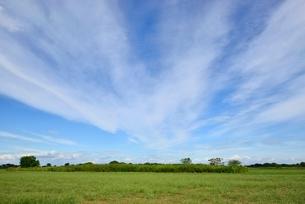 草原と雲の写真素材 [FYI02079610]