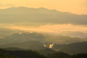 本白根山から雲海下の草津温泉街を望むの写真素材 [FYI02079733]