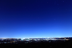 東京方面の夜景遠望の写真素材 [FYI02080035]