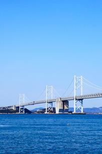 瀬戸内海と瀬戸大橋の写真素材 [FYI02080425]