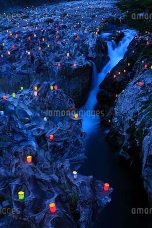 古座川  滝の拝の灯篭祭りの写真素材 [FYI02080643]