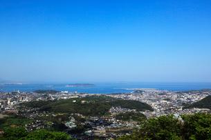 火の玉公園から望む下関市街と響灘の写真素材 [FYI02080934]