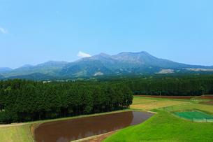 月廻りより望む阿蘇山の写真素材 [FYI02081189]