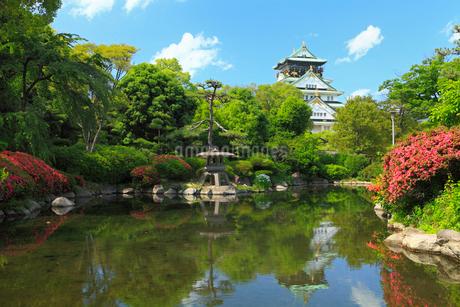 大阪城と日本庭園の写真素材 [FYI02081627]