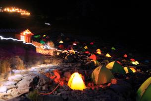 涸沢のキャンプの写真素材 [FYI02081737]