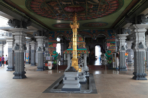 リトル・インディアのスリ・スリニバサ・ペルマル寺院の写真素材 [FYI02082063]